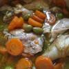 Le poulet aux olives et au vin blanc