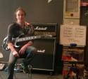 Totalement inécoutable, même plus du sport, encore moins de la musique : le guitariste le plus rapide du monde