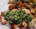 Les brochettes de poulet à la sauce coriandre et noix de cajou